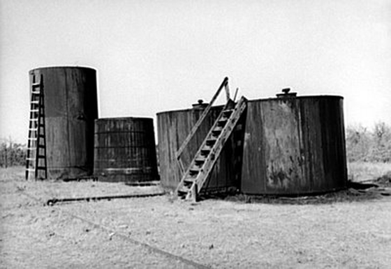 Wooden oil storage tank